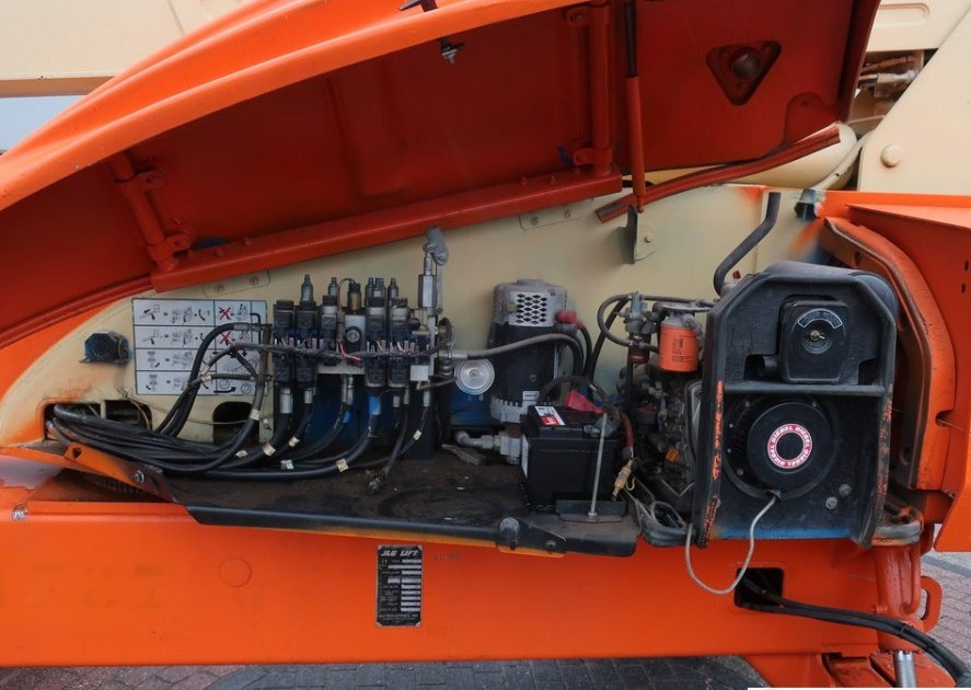 động cơ xe nâng người JLG M600J